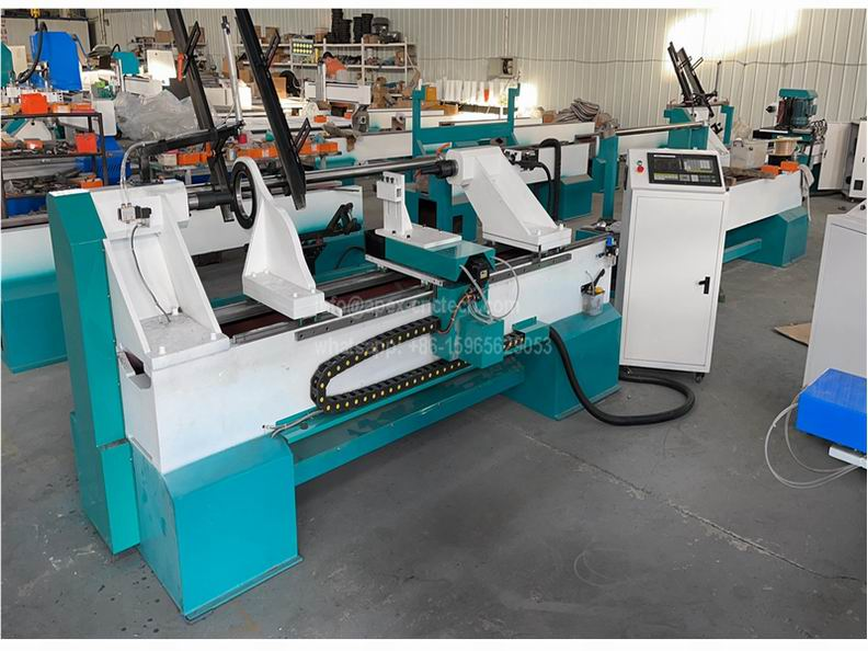 1530 Auto Feeding CNC Wood Lathe Machine is with an auto loading-unloading device